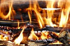 Brandhouten in open haard Royalty-vrije Stock Foto