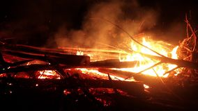 Brandhoutpuin stock videobeelden