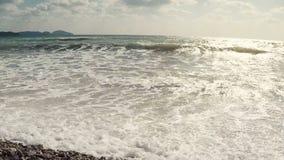 Brandings overzeese golven langzame motie stock footage