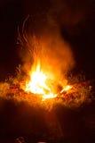 Brandkuil bij nacht Royalty-vrije Stock Foto's