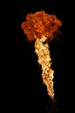 Brandkunstenaar die brand ademhaling uitvoeren royalty-vrije stock afbeelding
