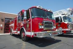 Brandlastbil i brandavdelning i Millis, MOR, USA royaltyfria foton