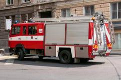 Brandlastbil i gatan Arkivbild