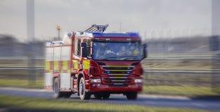 Brandlastbil/motor som rusar till en appell Arkivfoton
