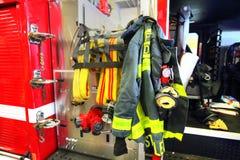 Brandlastbil som är klar att reagera till nödläget Fotografering för Bildbyråer