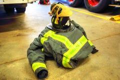 Brandlastbil som är klar att reagera till nödläget Royaltyfri Bild