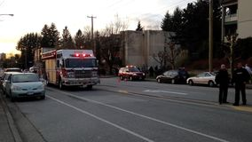 Brandlastbil som stoppas på vägen arkivfilmer