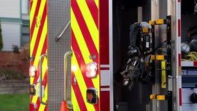 Brandlastbil som stoppas på vägen lager videofilmer