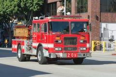 Brandlastbilen rusar på Royaltyfri Fotografi