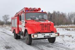 Brandlastbilen rusar på Arkivfoto