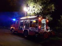 Brandlastbilen rusar på Arkivbilder
