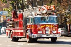 Brandlastbilen rusar på Royaltyfri Bild
