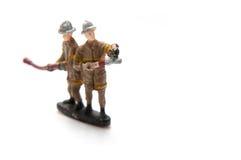 Brandmän med slangen Arkivbild
