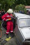 Brandman i handling Arkivbild