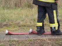 Brandman- och brandslang royaltyfria bilder