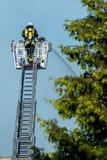 Brandman på arbete Fotografering för Bildbyråer