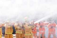 Brandman på branden royaltyfri fotografi