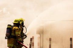 Brandman på branden royaltyfria foton