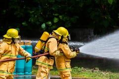 Brandman på branden arkivbild