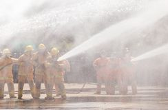 Brandman på branden arkivfoto