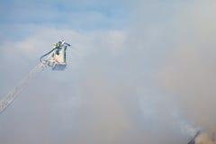 Brandman på turntableladder Royaltyfri Bild