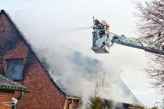 Brandman på turntableladder Royaltyfri Foto