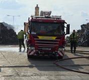Brandman som går mot avbrottet Royaltyfri Foto