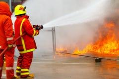 Brandman utbildning brandman Arkivbild