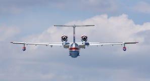 Brandmanseaplane BE-200C i flyg Fotografering för Bildbyråer