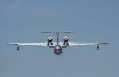 Brandmanseaplane BE-200ES i flyg Arkivbild