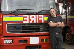 brandmanståendestanding arkivbild