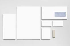 Brandmerkend modelmalplaatje met witte adreskaartjes Royalty-vrije Stock Foto's