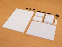 Brandmerkende elementen met potlood en adreskaartjes Stock Afbeeldingen