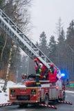 Brandmotor op de weg stock afbeeldingen