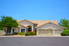 Brandnew hiszpańszczyzny/Południowo-zachodni Stylowy Arizona sen dom Obrazy Royalty Free