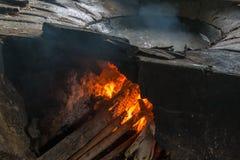 Brandpannen, gekookt warm water stock fotografie