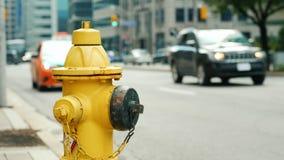 Brandpost i bakgrunden av en upptagen gata i Toronto arkivbild