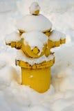 Brandpost som täckas med snö Royaltyfria Bilder