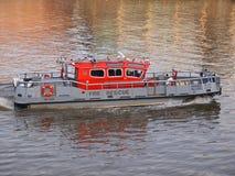 Brandräddningsaktionfartyg Arkivfoto