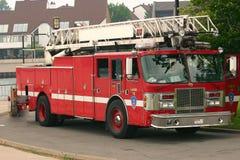 brandredlastbil arkivbild