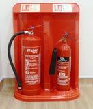 Brandsläckare vatten och CO2 arkivbild