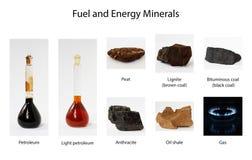 Brandstof en energiemineralen op witte achtergrond stock fotografie