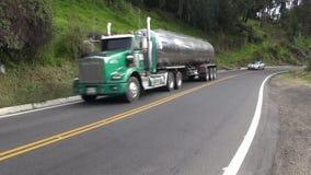 Brandstofvrachtwagens, Benzine, Jet Fuel, Diesel stock videobeelden