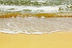 Brandung auf dem Sand Stockbild