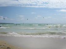 Brandung, Sand und Steine Lizenzfreies Stockfoto