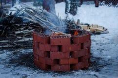 Brandvlam in een brandkuil stock foto