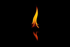 Brandvlam op zwarte Royalty-vrije Stock Foto's