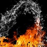 Brandvlammen met waterplons Royalty-vrije Stock Foto's