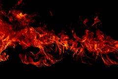 Brandvlammen op Abstracte kunst zwarte achtergrond, het Branden roodgloeiende vonkenstijging stock foto's