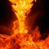 Brandvlammen, op zwarte achtergrond worden geïsoleerd die Royalty-vrije Stock Afbeelding